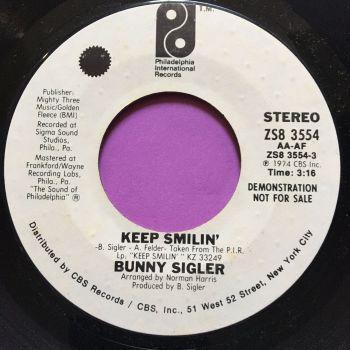 Bunny Sigler-Keep smilin'-PIR WD E+
