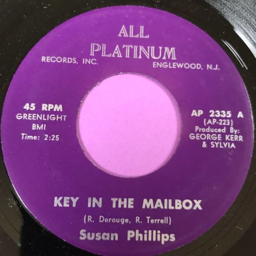 Susan Phillips-Key in the mailbox E+