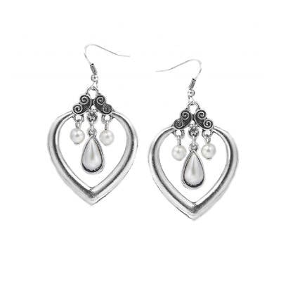 MEGAN: HEART EARRINGS