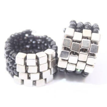 BAKKO: BLACK BEADED RING