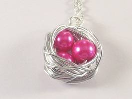 close up of birdsnest necklace