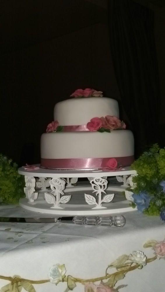 like wood flower round cake stand