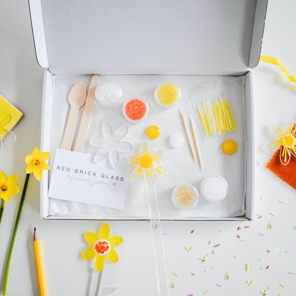 Make at home glass Daffodil kit
