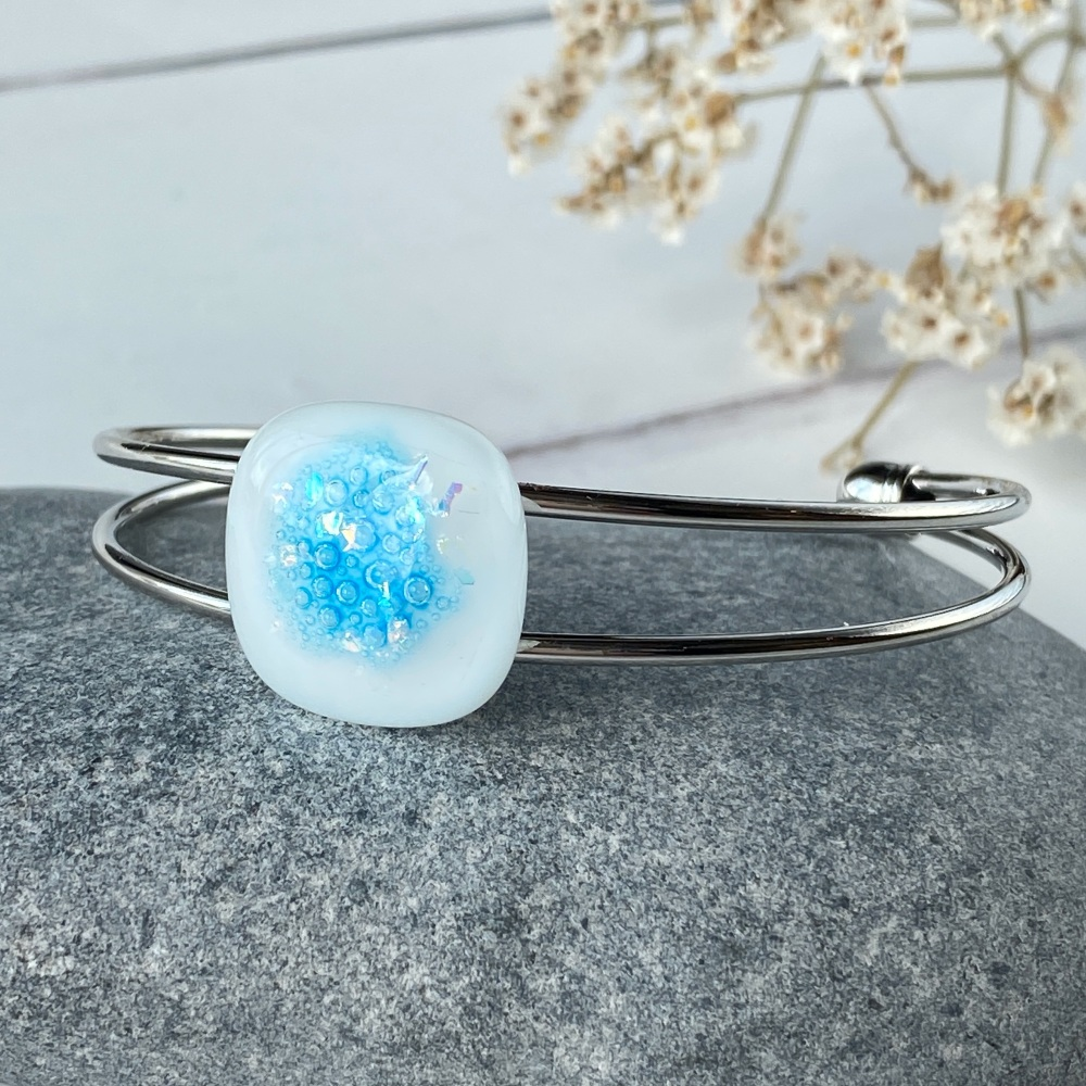 Ocean sparkle bangle, light turquoise, silver-plated.