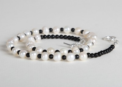 Little Bit of Pearls Necklace - Black Agate