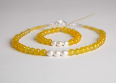 Glamour & Pearls Bracelet  - Yellow Agate
