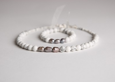 Glamour & Pearls Necklace  - Snowy White Howlite