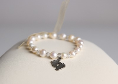 Small Steps Charity Single Freshwater Pearl Bracelet with a Small Steps Charm