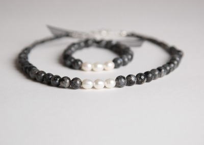 Glamour & Pearls Necklace  - Shimmer Grey Norwegian Moonstone