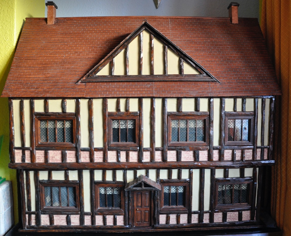 Vintage Toys: DOLLS HOUSE