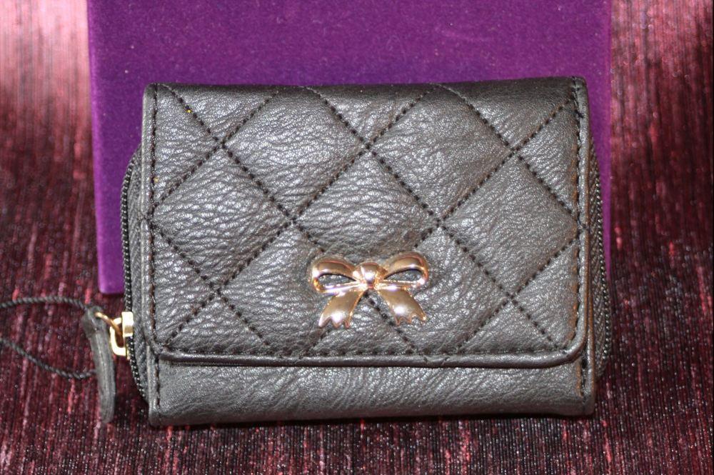 Compact black zip round purse