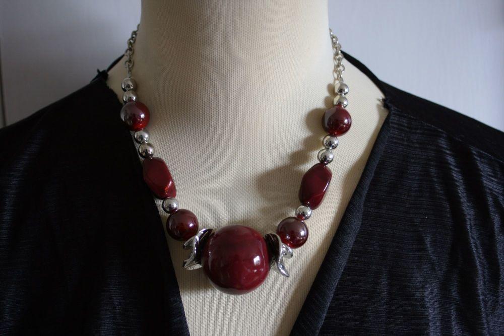 Statement Ball Necklace Dark Red