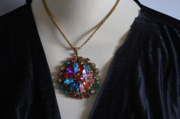 Multi crystal circular disc necklace