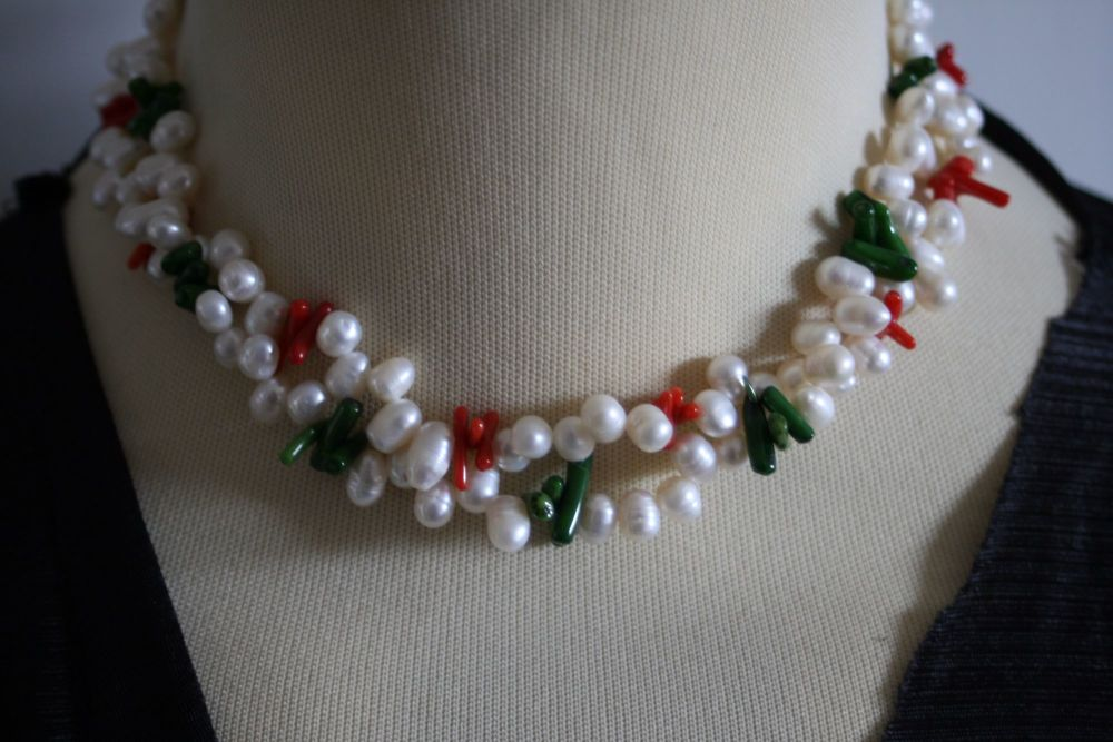 Amazing faux pearl and coral multistring necklace/choker