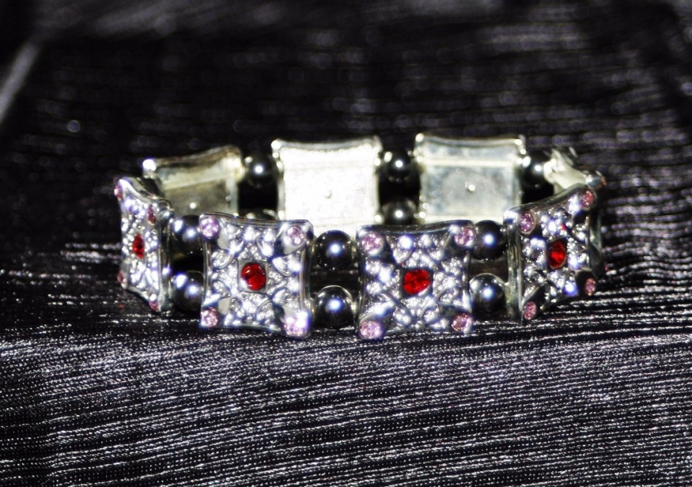 Expanding Magnetic therapy bracelet with diamante and red stones