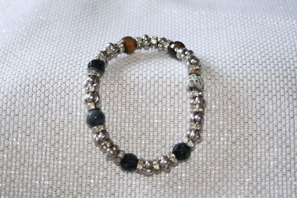 Elasticated bracelet in silver and grey