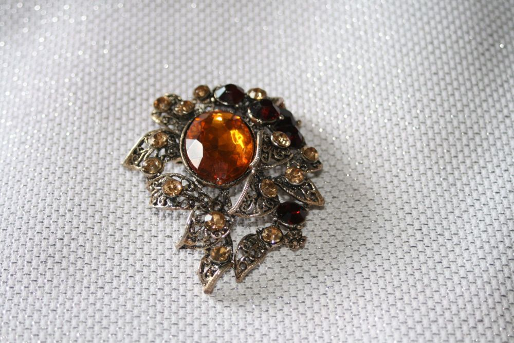 Sparkling brooch with AMBER stones