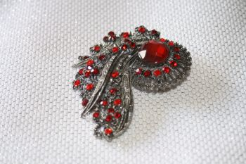 Sparkling Brooch with BRIGHT RED Stones