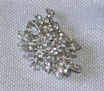 Cluster diamante brooch