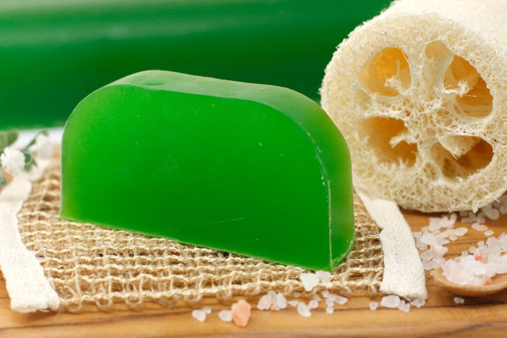 THYME AND MINT SOLID SHAMPOO