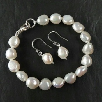 Freshwater pearl bracelet and drop earrings - Monday 8th May 10am to 2:30pm (Ditchling)