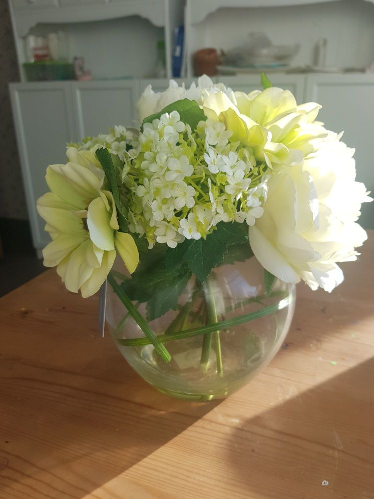 Large white/cream floral gift