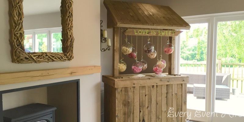 Hyde Barn Rustic Sweet Stand