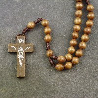 <!-- 0004 -->Wooden Rosaries
