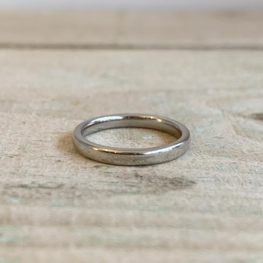 2.5mm court shaped wedding ring in polished finish