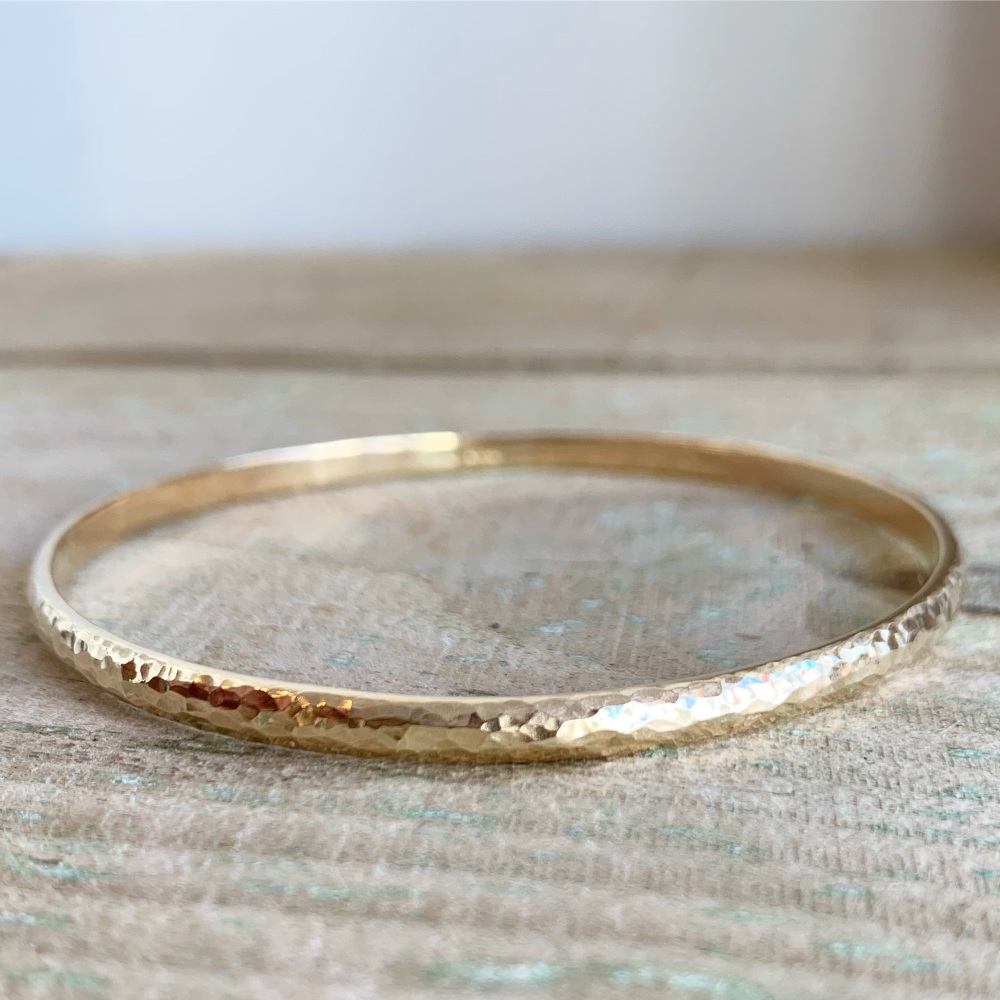 9ct yellow gold hammered bangle