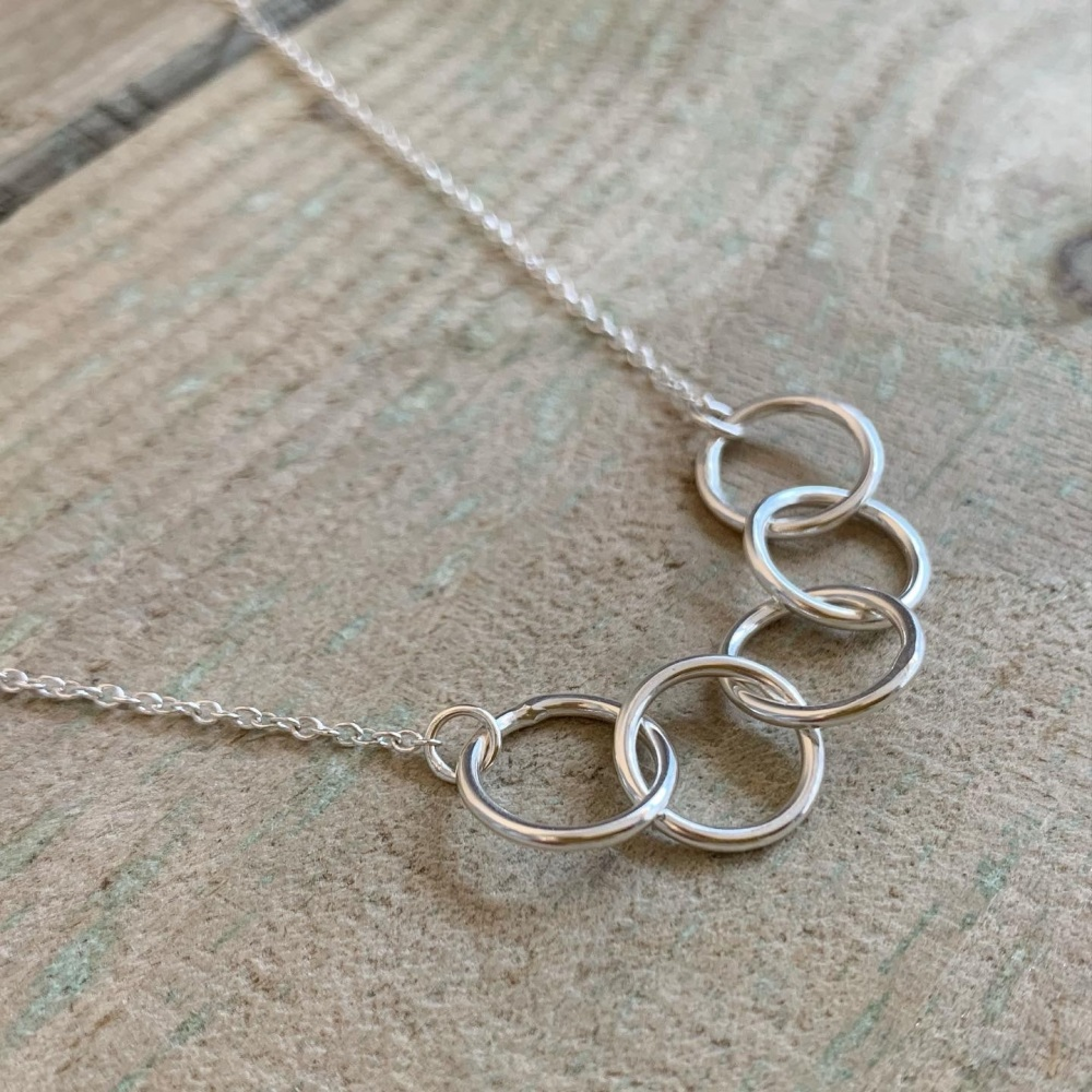 Circle link necklace in silver