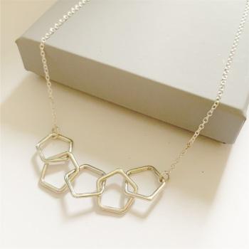 Pentagon link necklace in silver