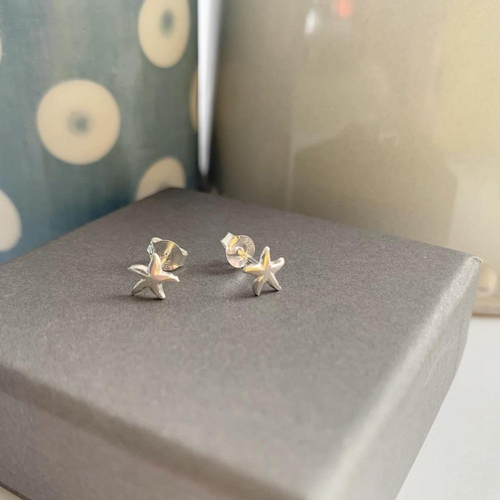 Starfish stud earrings in silver