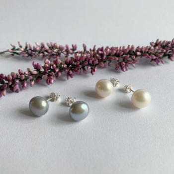 Larger pearl stud earrings in white or grey