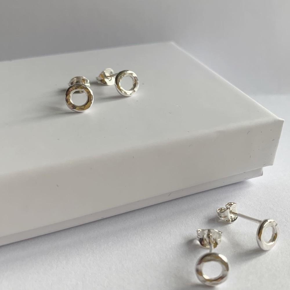 Dainty hammered circle stud earrings