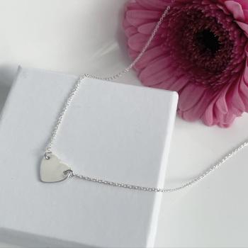 Single heart necklace