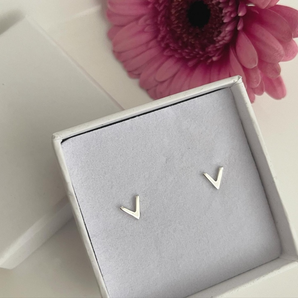 Little V stud earrings in sterling silver