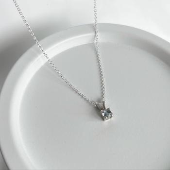 Aquamarine silver claw set pendant