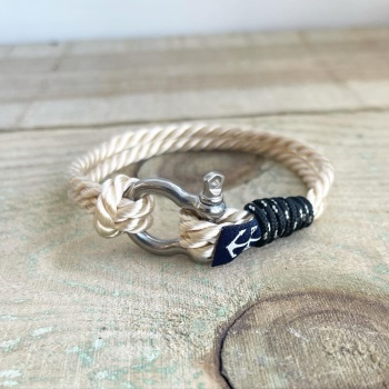 Nautical bracelet in natural with shackle