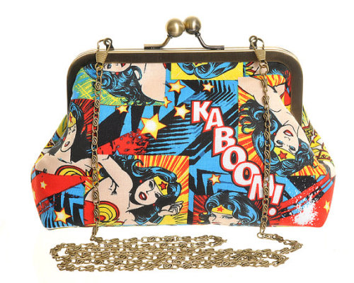 WONDER WOMAN EVENING BAG