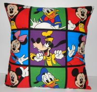DISNEY CLASSIC CHARACTERS POP ART CUSHION (GOOFY)