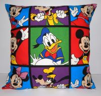 DISNEY CLASSIC CHARACTERS POP ART CUSHION (DONALD DUCK)
