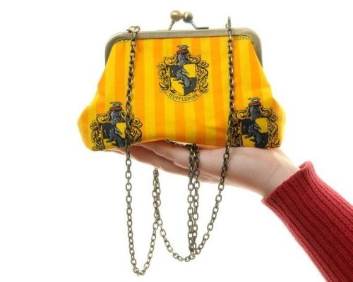 HARRY POTTER HUFFLEPUFF HOUSE CREST HANDBAG
