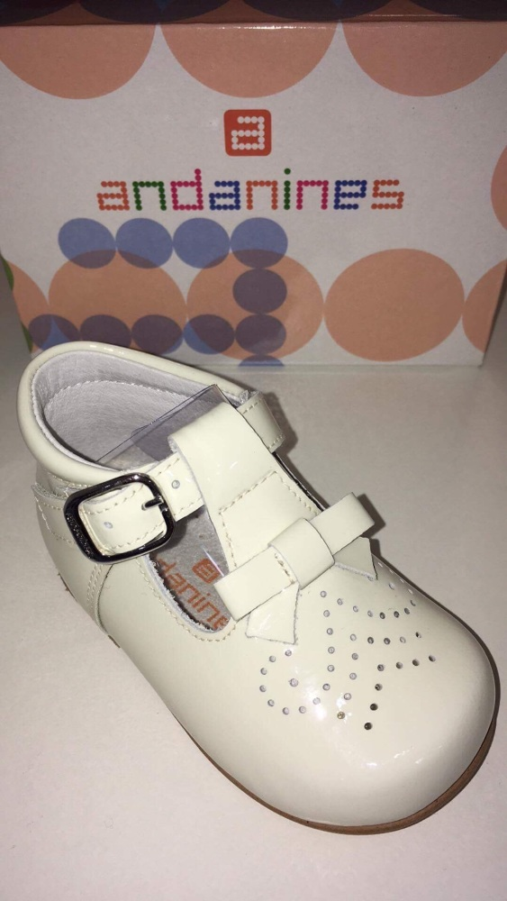 Girls Andanines Cream Patent Shoes