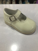Girls Andanines Cream Patent Mary Jane Shoes with Rubber Soles
