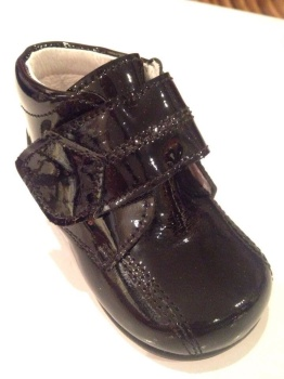 CLEARANCE PRICE NOW ONLY £25 Boys Andanines Black Patent Boots .
