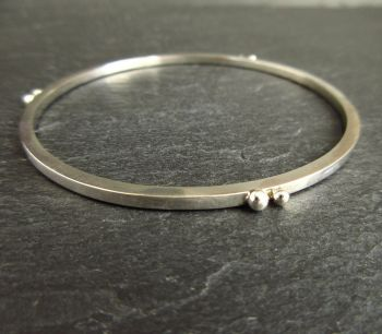 Sterling Silver Bangle with Silver Ball Decoration - Ladies Medium Size
