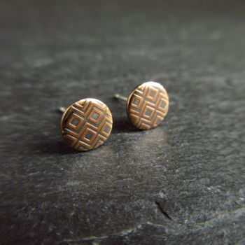 Round Bronze Stud Earrings with Embossed Diamond Pattern