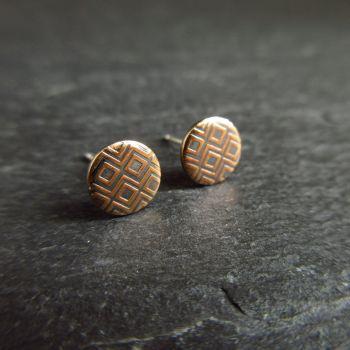 Round Bronze Stud Earrings with Embossed Diamond Pattern