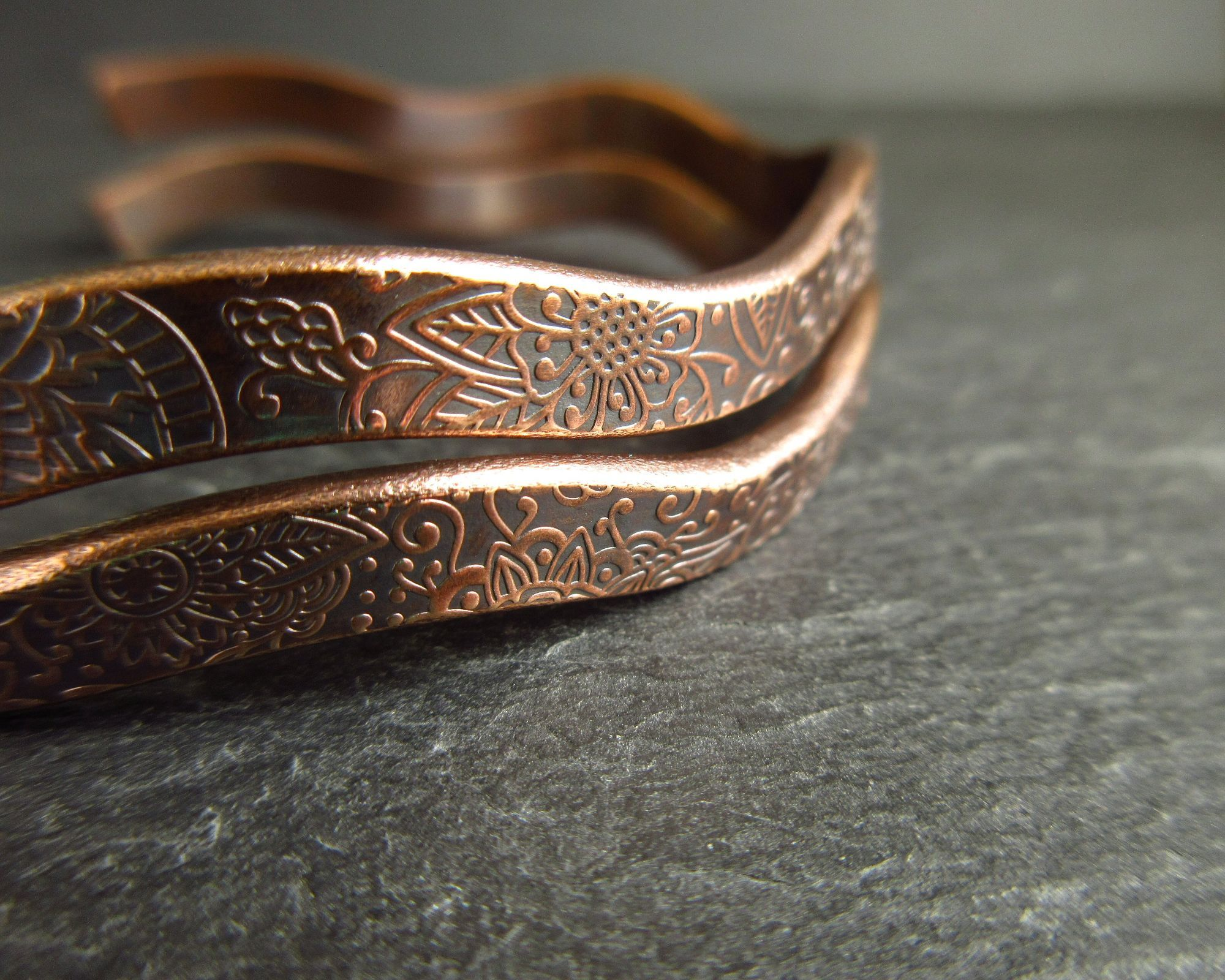 Patterned wavy bronze bangles